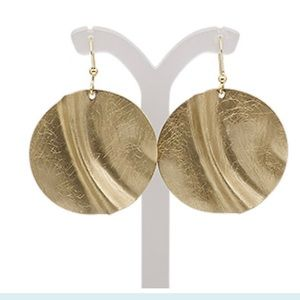 Jewelry - ❤️🙌🏼Scratched wavy round earrings